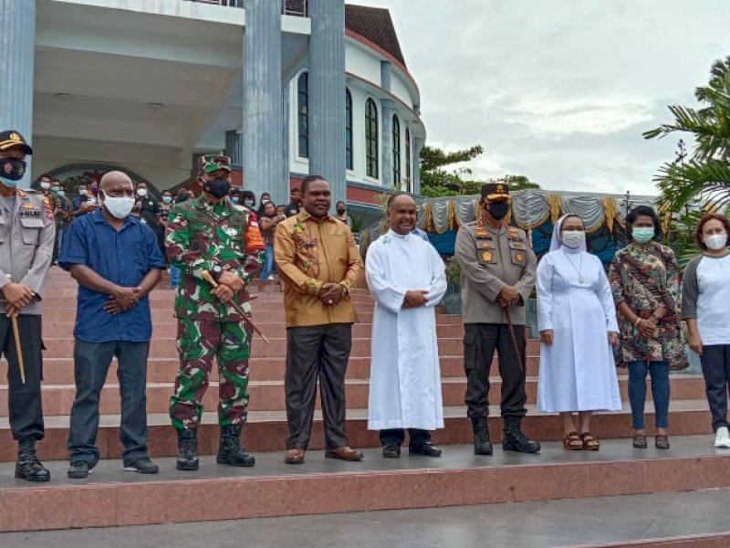 Kapolda Papua Barat bersama Pangdam Kasuari meninjau sejumlah gereja di Manokwari.