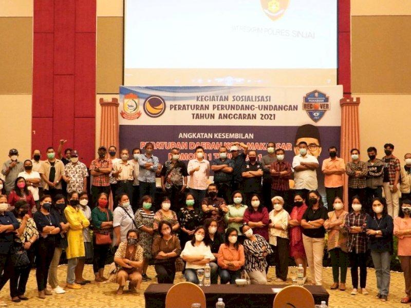 Anggota DPRD Makassar Mario David saat menggelar Sosper tentang Retribusi Pelayanan Persampahan.